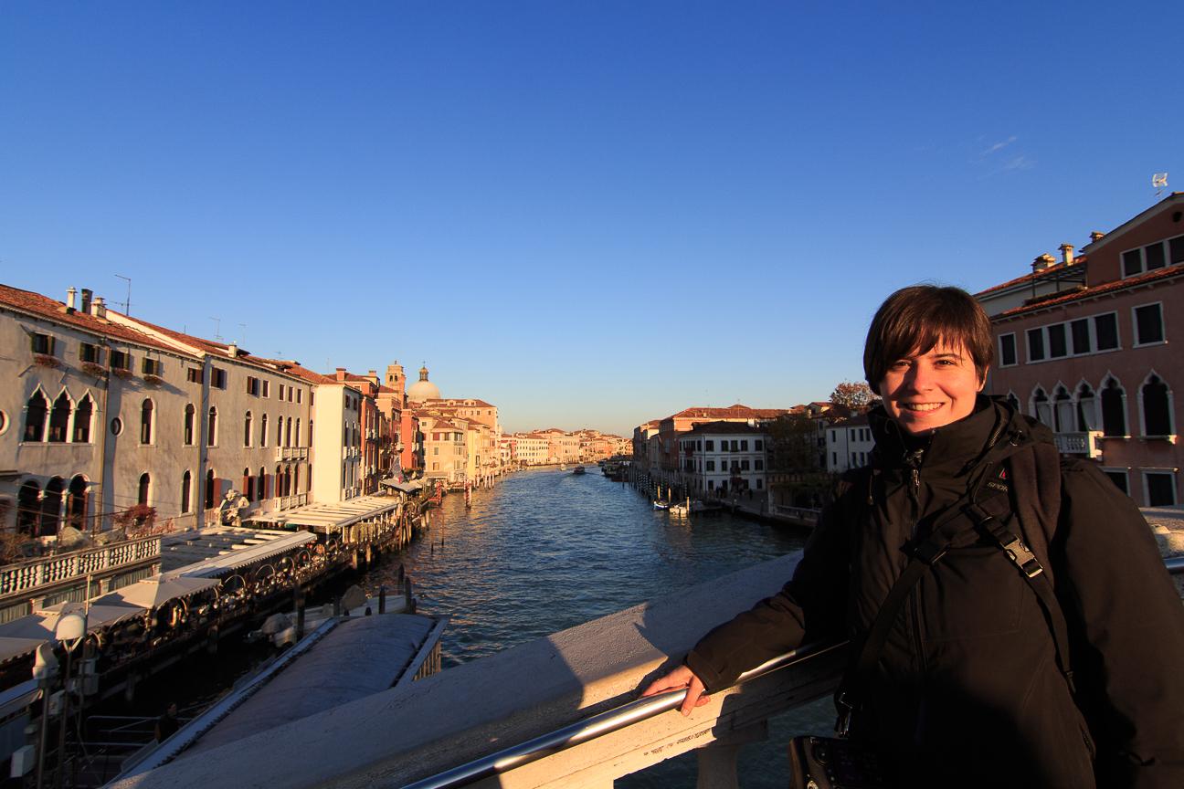 Puente sobre el Gran Canal de Venecia