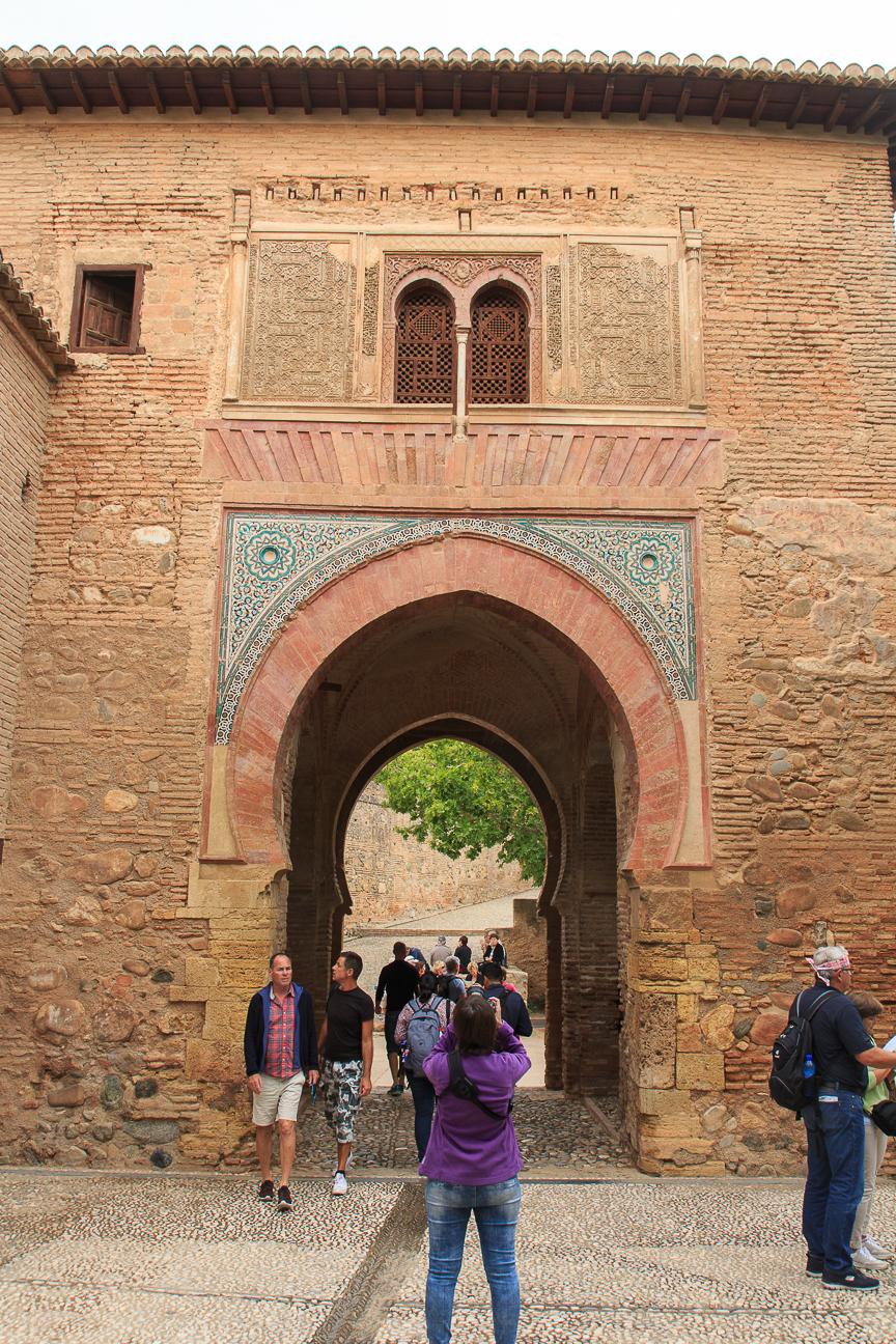 Puerta de la herradura en la Alhambra