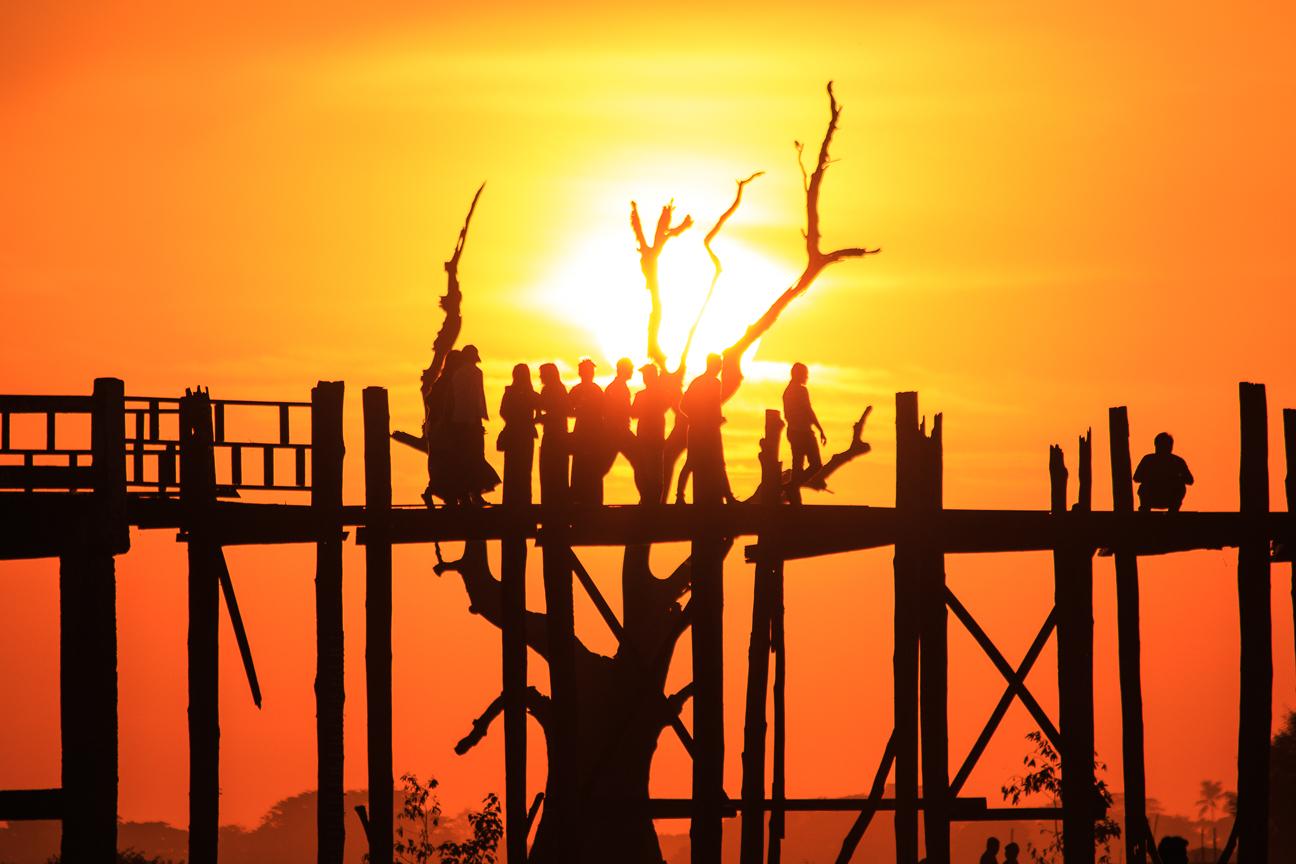 Puesta de Sol en el puente U-Bain