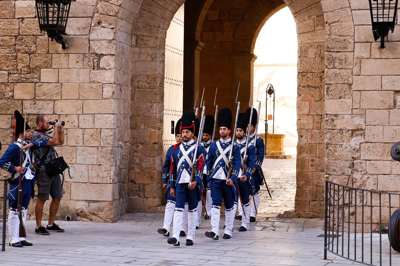 Que hacer en Mallorca ver cambio guardia Almudaina
