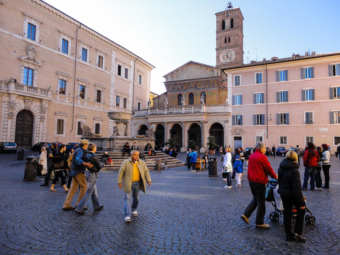 Que hacer en Roma pasear por las plazas