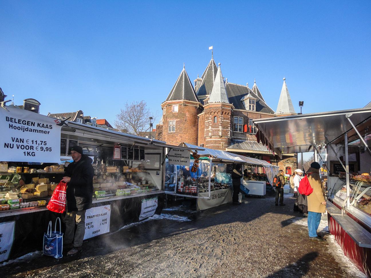 Que ver en Amsterdam mercado en Nieumarkt