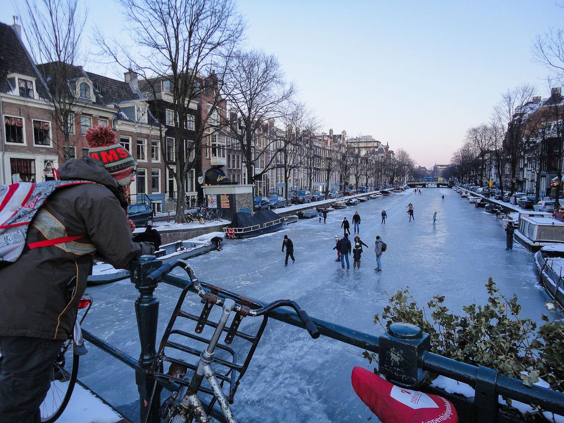Que ver en Amsterdam patinando en los canales