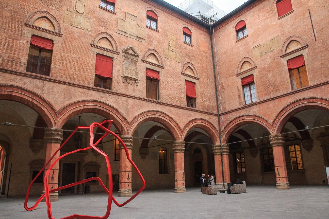 Que ver en Bolonia patio ayuntamiento
