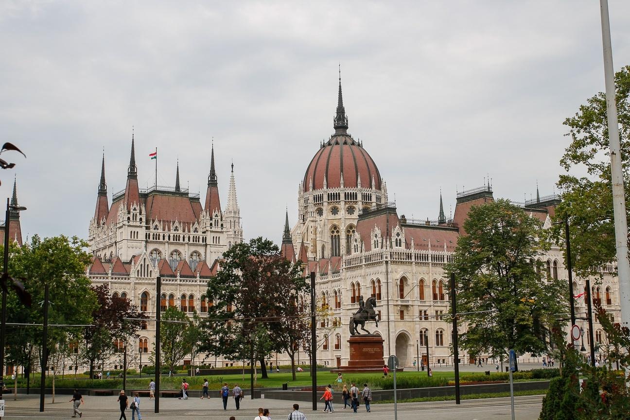 Que ver en Budapest - Plaza del parlamento