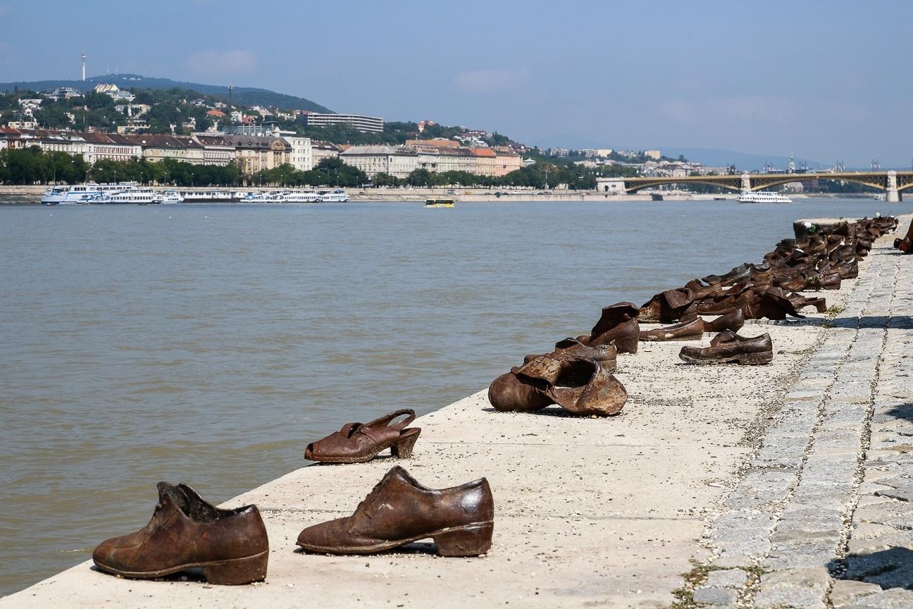 Que ver en Budapest - Zapatos a la orilla del Danubio
