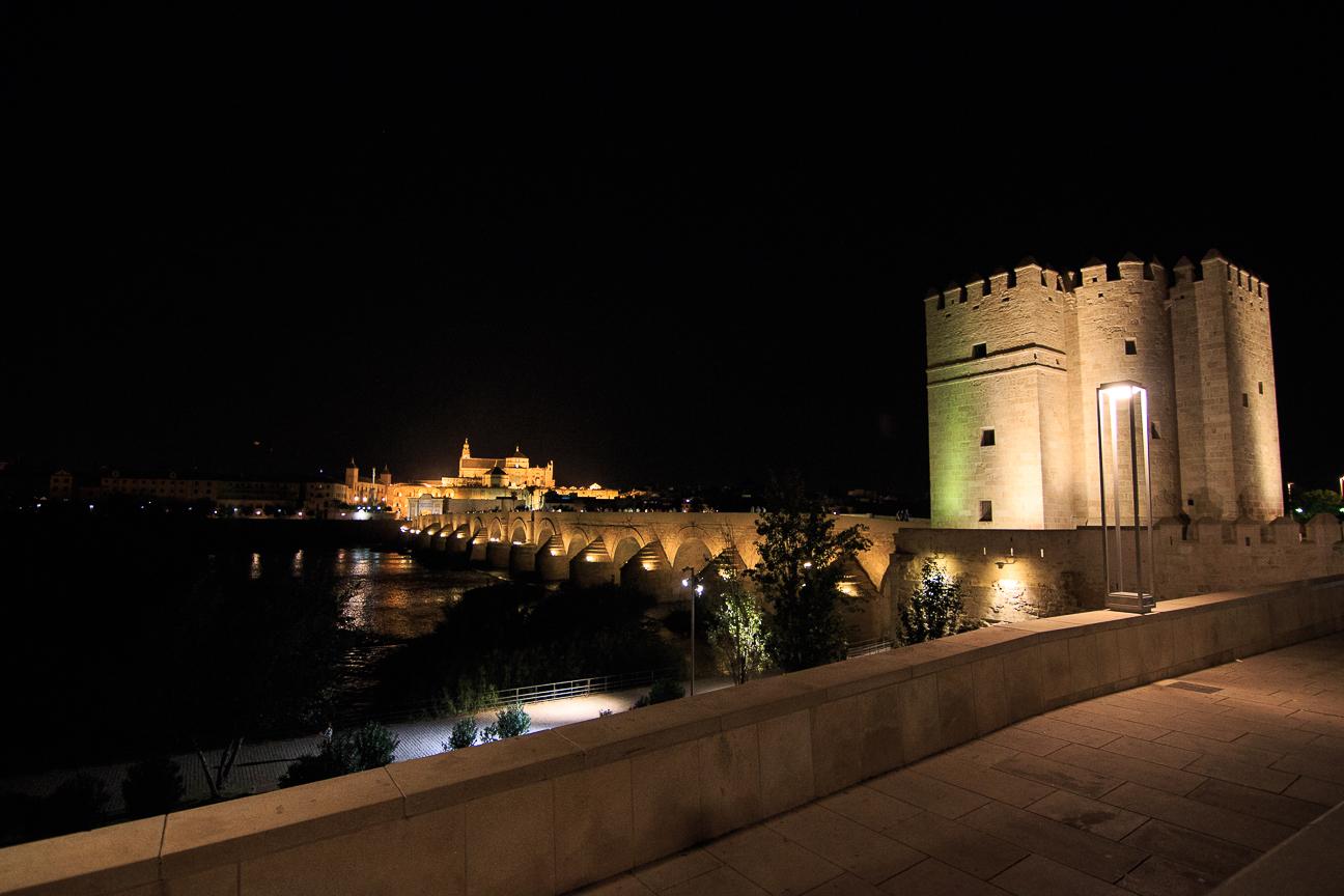 Mezquita de cordoba de noche cool la es un imponente - Mezquita de cordoba de noche ...
