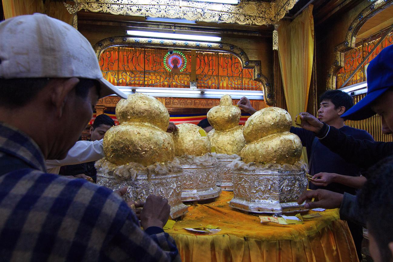 Que ver en el lago Inle - Budhas desfigurados por el oro