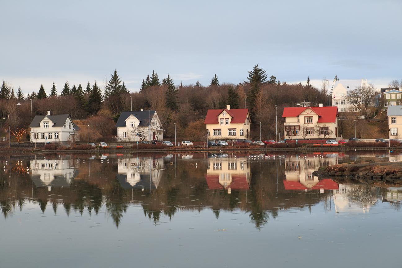 que-ver-en-reikiavik-lago-tjornin Todo lo que tienes que ver en Reikiavik en un dia