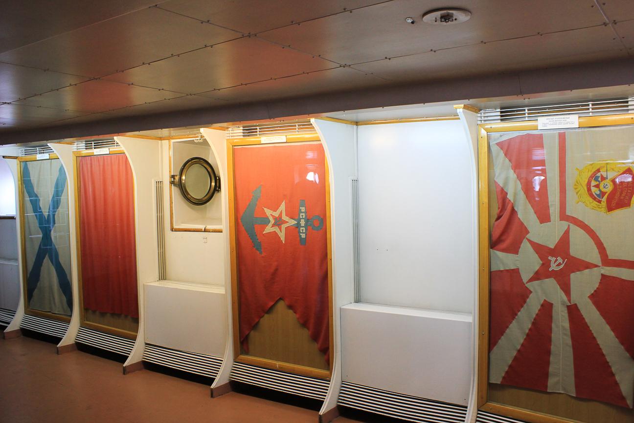 Que ver en San Petersburgo - Banderas Buque Aurora