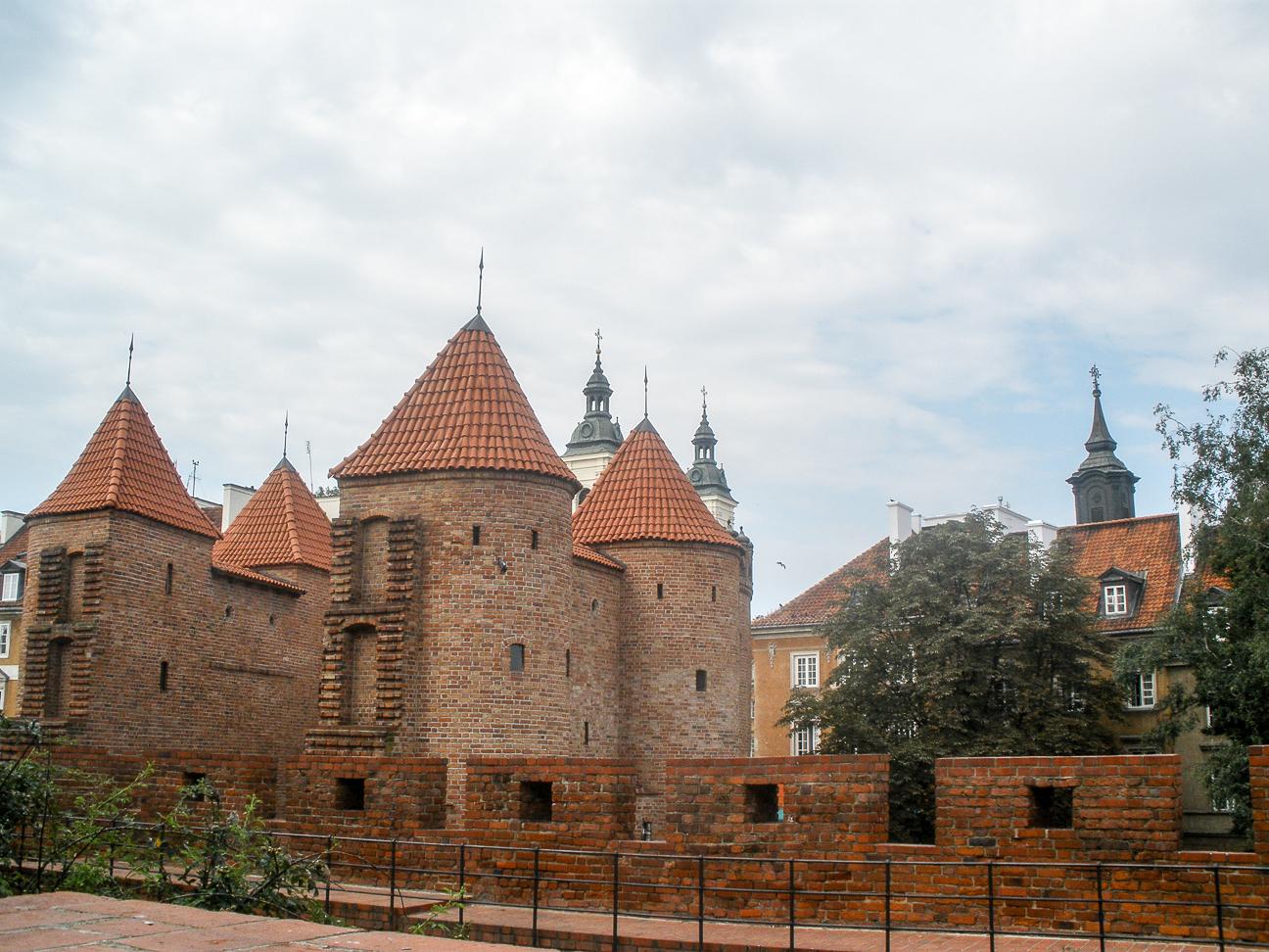 Que ver en Varsovia murallas de la barbacana