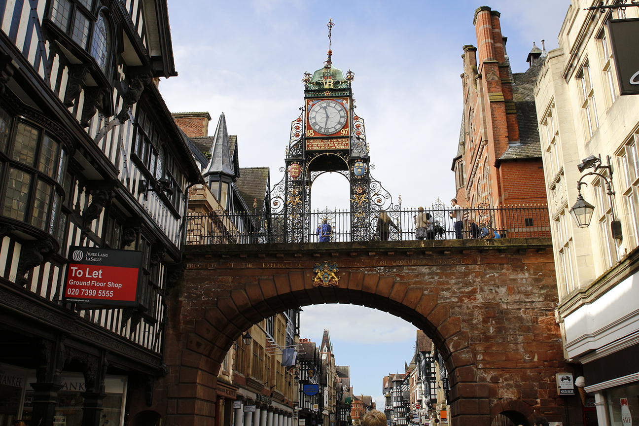 Reloj en la calle principal de Chester