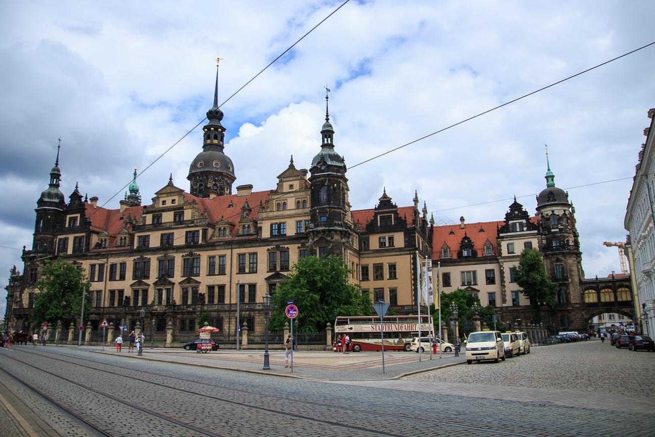 Residenzschloss desde el Zwinger en Dresde