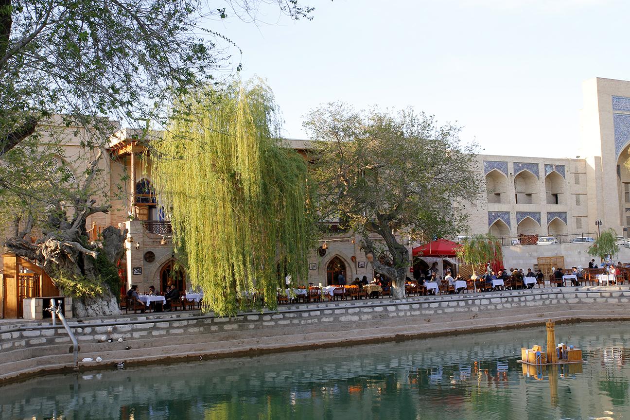 Restaurante de la Plaza Lyabi-Hauz en Bukhara