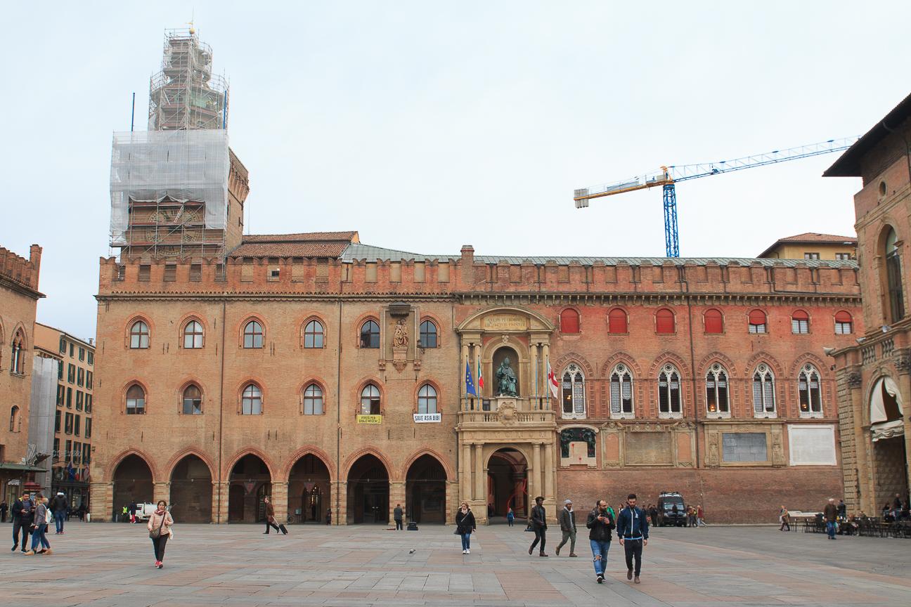 Soportales en la plaza mayor de Bolonia