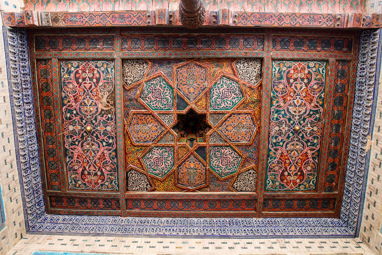 Techos de madera en el palacio Tash Khauli
