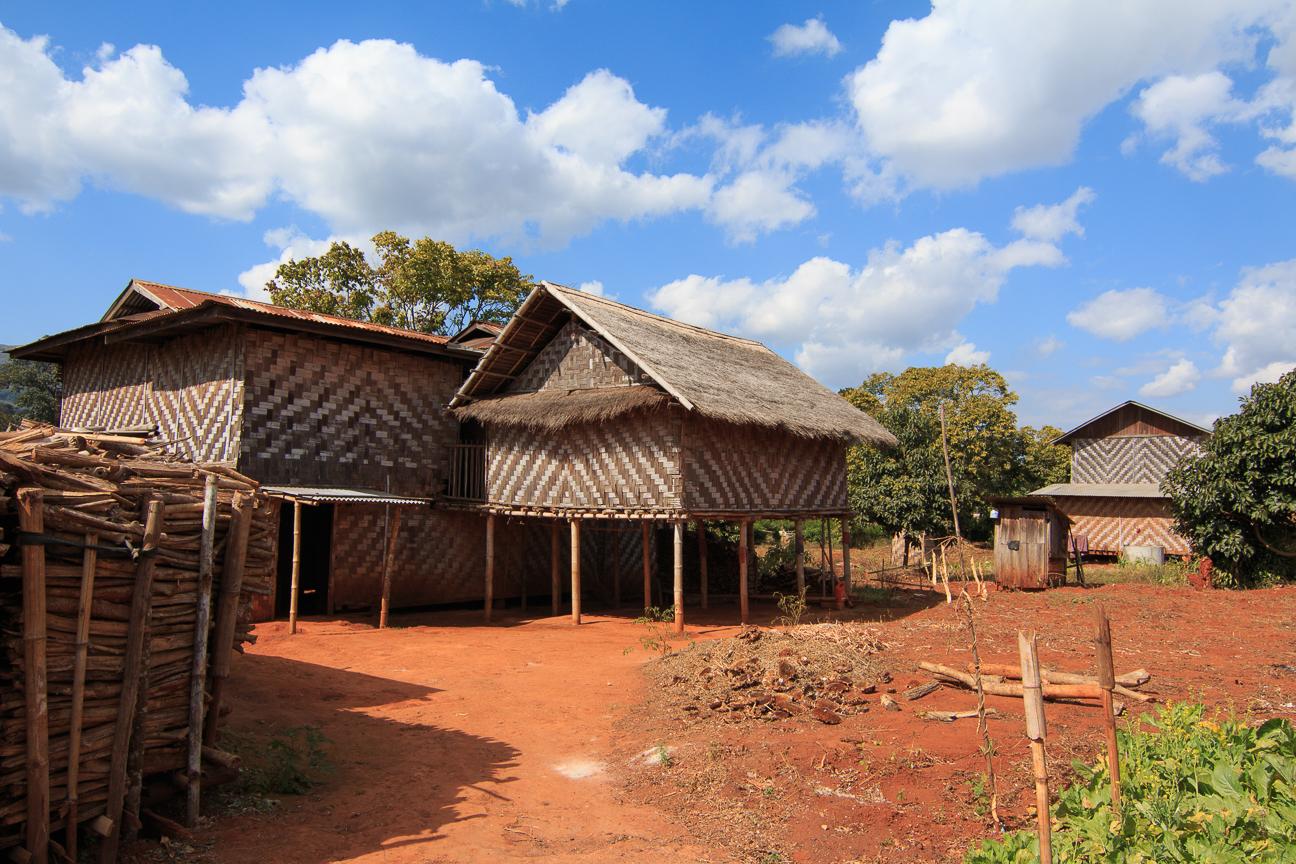 Tipicas casas de Bambu en Myanmar