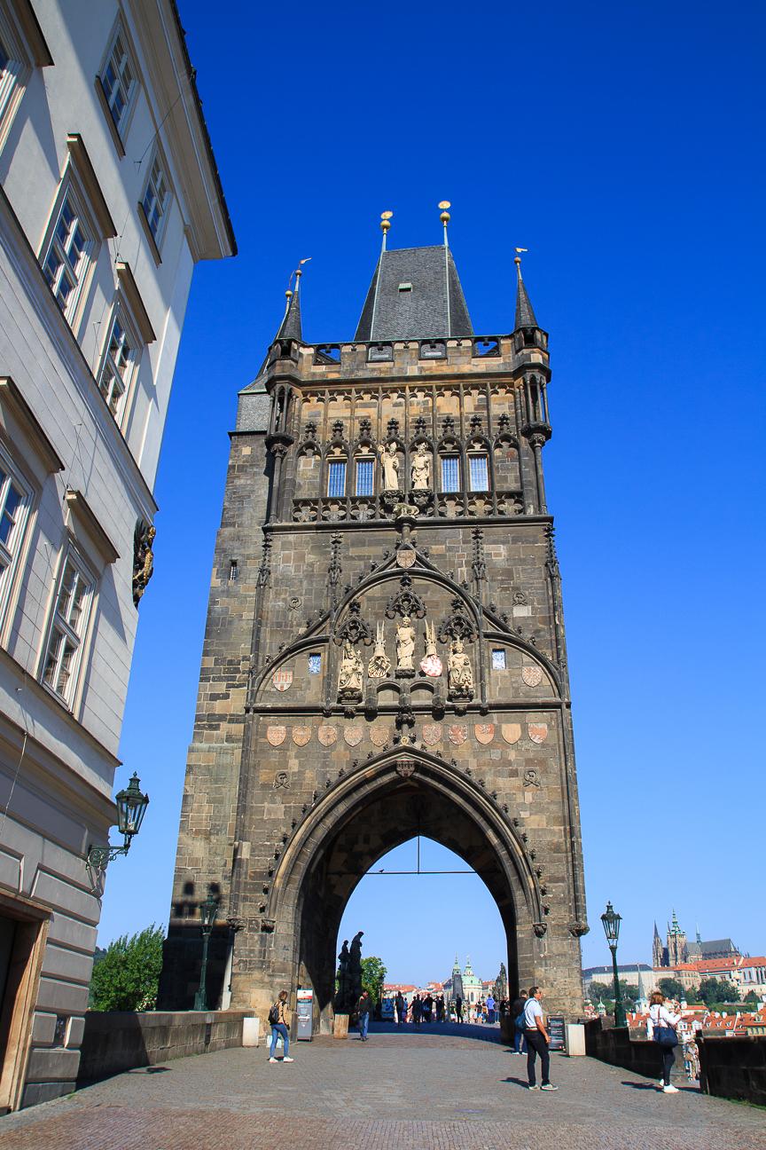 Torre medieval en el puente de Carlos