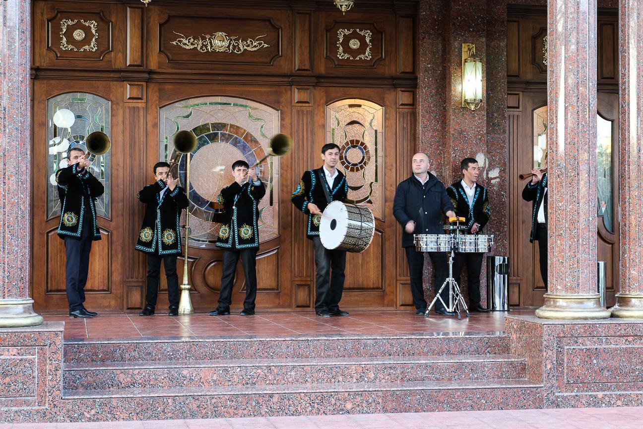 Trompetas de boda en Uzbekistan
