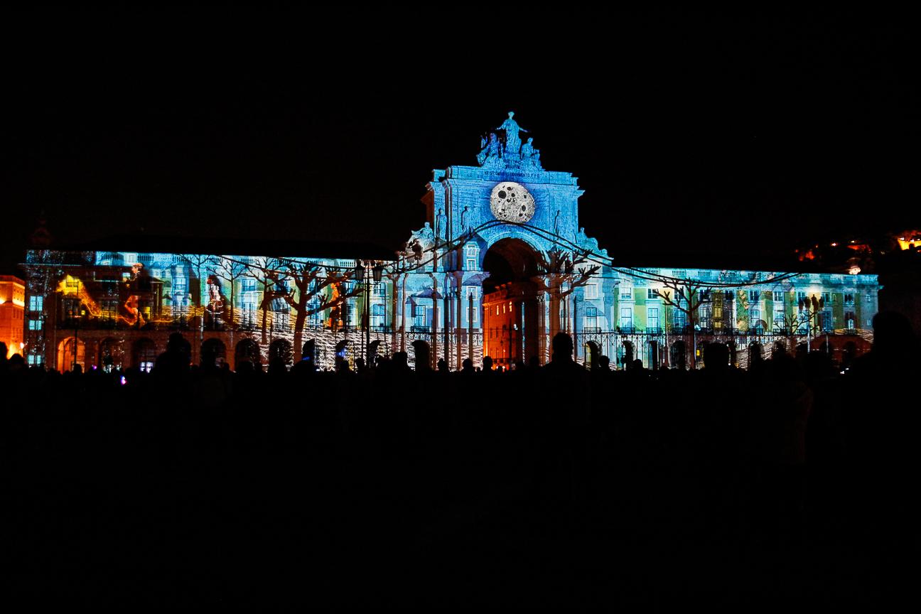 Viajar a Lisboa Mapping en la plaza del Comercio