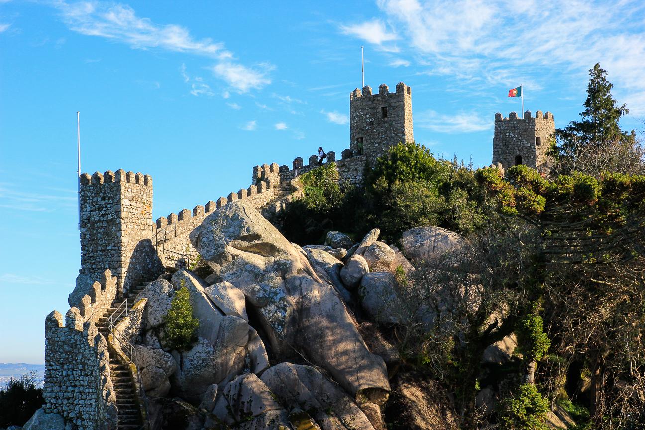 Vista de la muralla sobre la colina