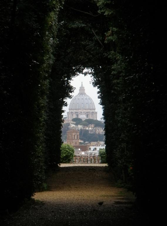 vistas desde la plaza de los caballeros de Malta en Roma