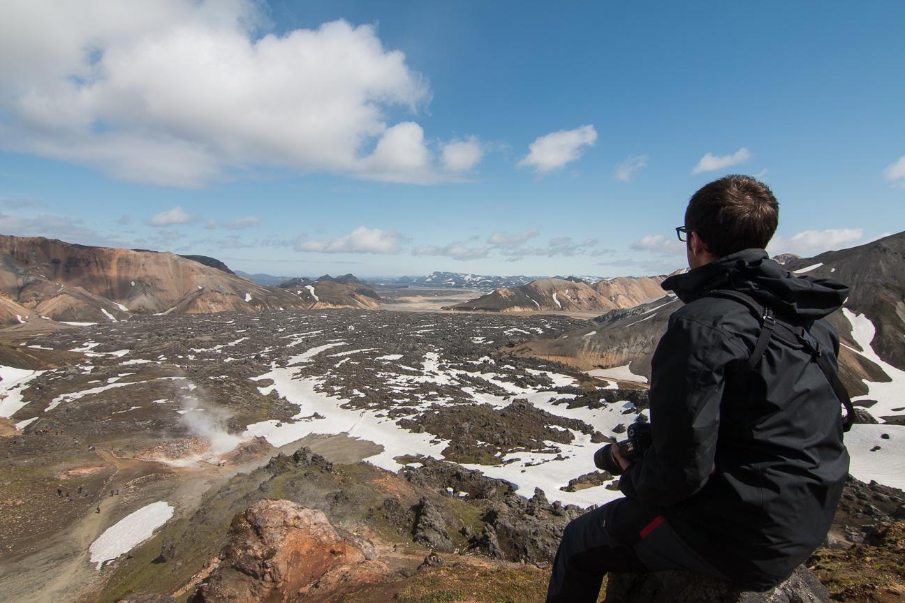 Vista a los campos de lava desde la cima en Landmannalaugar